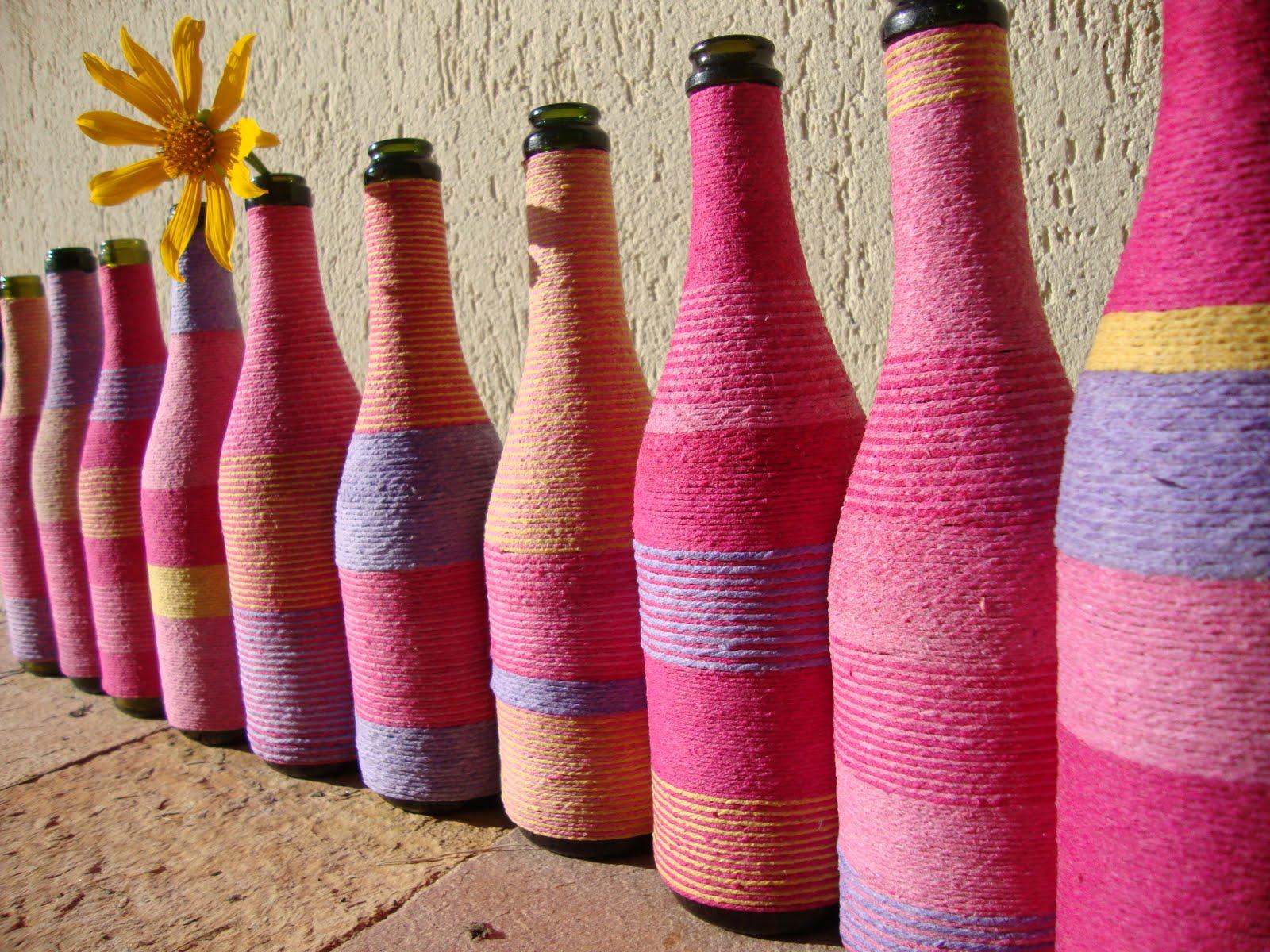 como-reutilizar-garrafas-de-vidro-garrafas-decoradas-com-barbante-colorido